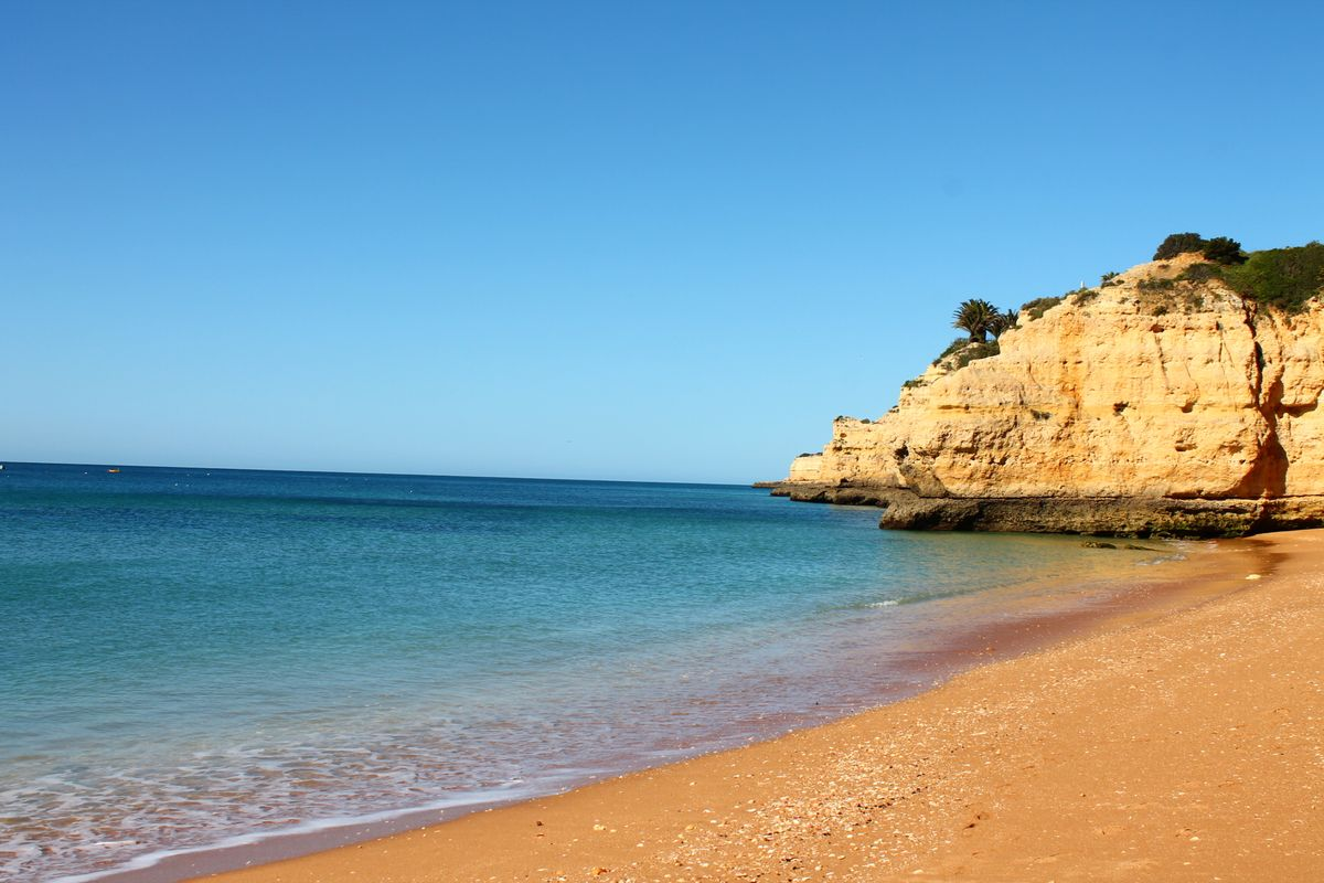 the Cova Redonda Beach