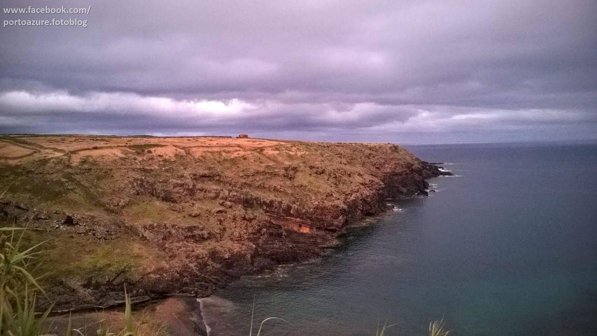 Változatos partok és fények. Santa Maria az első, amelyet felfedeztek az Azori-szigetek közül. Keletkezését tekintve is a legrégebbi, és az egyetlen, mely nem vulkanikus eredetű.