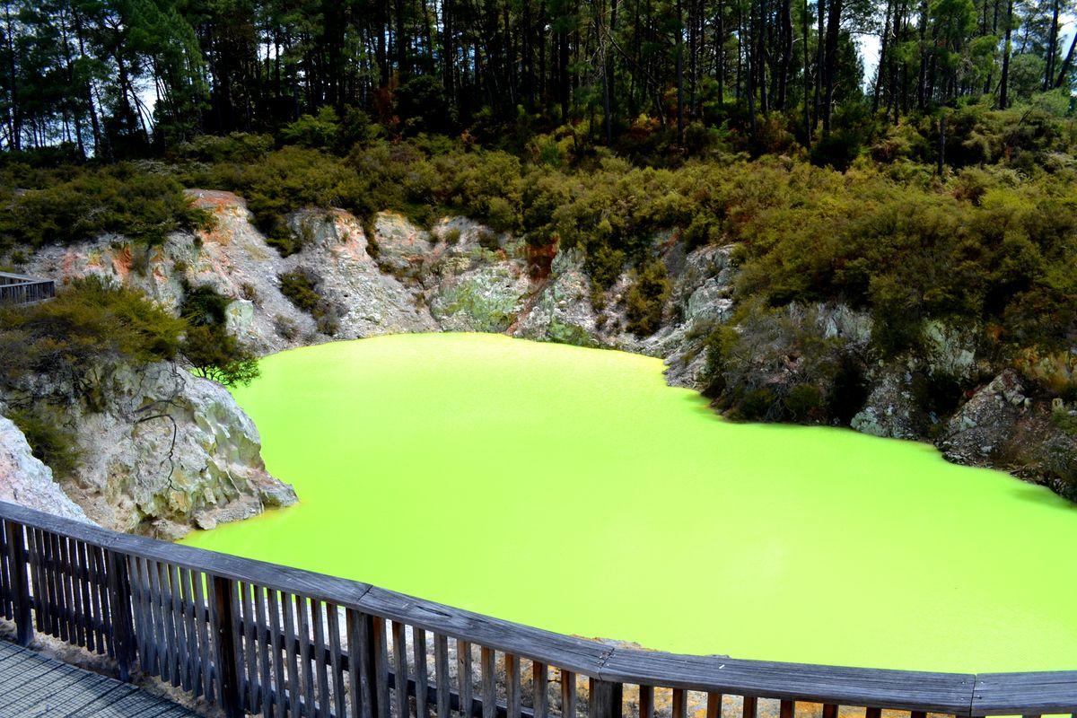 Az ördög fürdője Waiotapu Thermal Wonderland