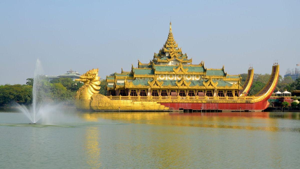 A Kandawgyi-tó keleti oldalán található egy impozáns Karaweik, a klasszikus stílusú királyi uszály másolata.