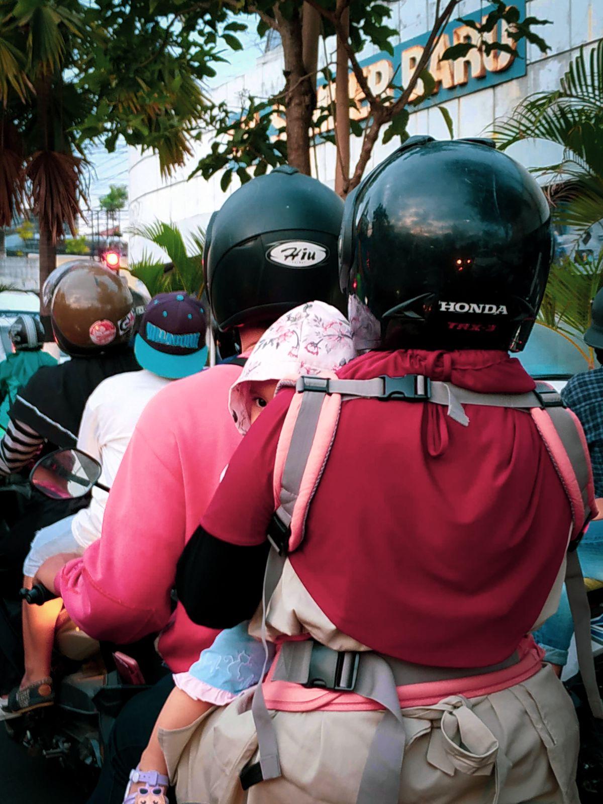 kiscsalád-motoron
